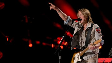 Keith Urban grants dying fan her last concert wish, serenading her at bedside