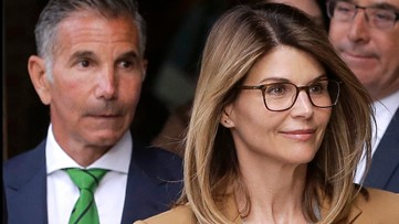 Lori Loughlin and husband Mossimo Giannulli to plead guilty in college admissions scandal