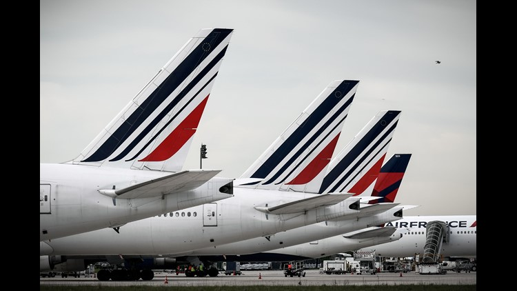 Air France shares slide amid CEO's resignation, continued strike action