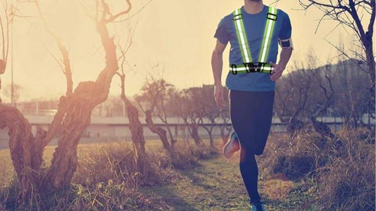best-gifts-for-runners-2018-viz-reflective-vest.png