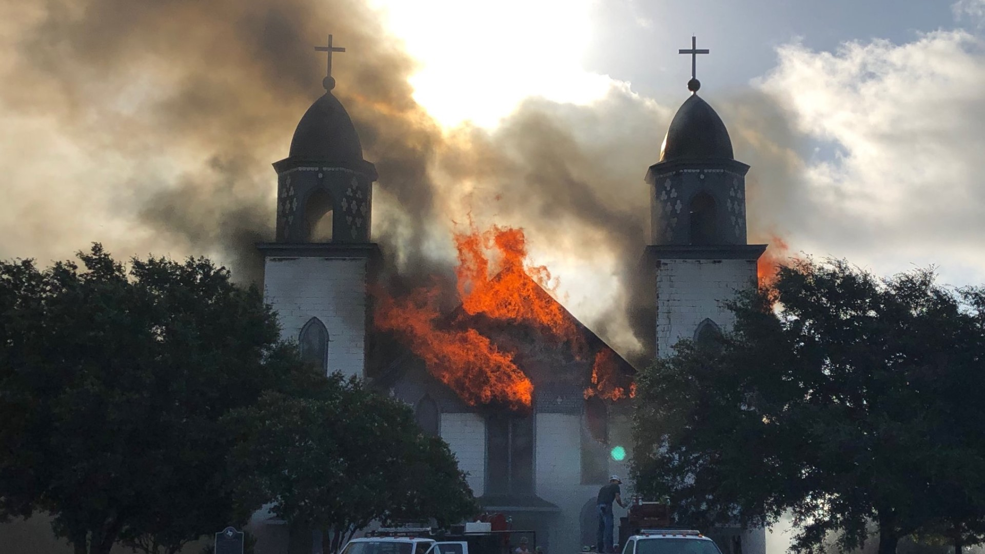 Church of the Visitation holds first Sunday mass since fire destroyed  building | kcentv.com