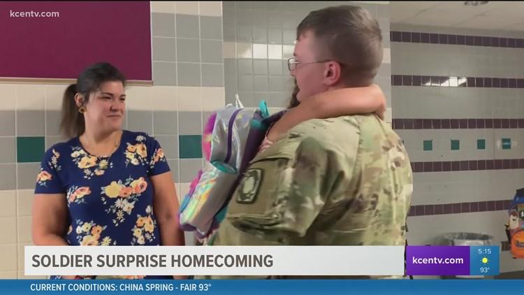 Soldier surprises children at Killeen school