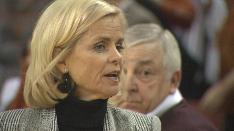 Mulkey becomes fastest NCAA coach to 600 wins