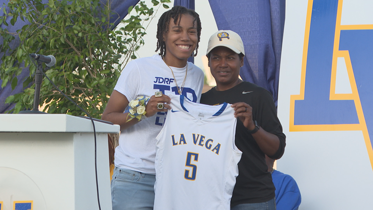 La Vega ISD retires Juicy Landrum's jersey, celebrates boys track state championship