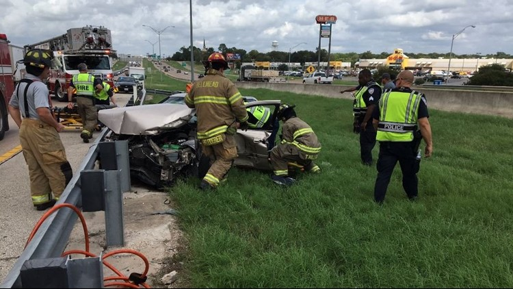 At least 1 person trapped after violent crash on I-35 in Waco