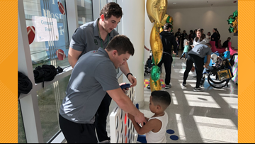Baylor Bears spread holiday cheer at Children's Hospital in New Orleans ahead of Sugar Bowl