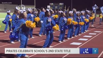 La Vega Pirates celebrate school's second football state title