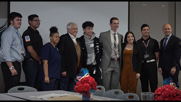 Killeen ISD Career Center welcomes Congressman John Carter
