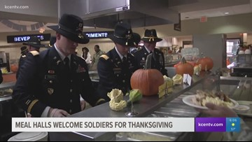 Meal halls welcome soldiers for Thanksgiving