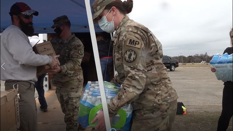 Fort Hood soldiers distribute water to Killeen residents