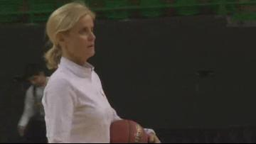 Kim Mulkey motivates Lady Bears through song