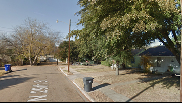 Man robbed at gunpoint of phone, shoes outside his Waco home