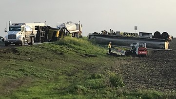Major crash shuts down part of Highway 31 in Axtell