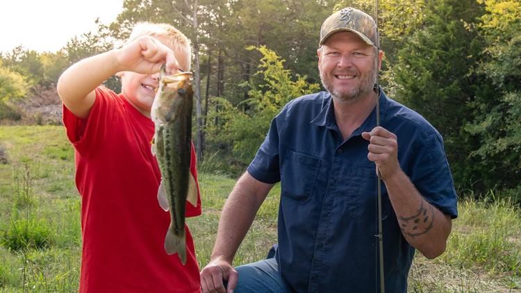 Blake Shelton takes Oklahoma foster children on a fishing trip
