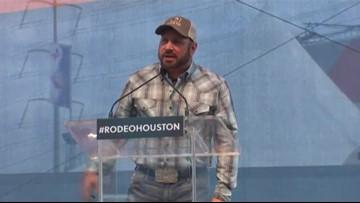 Garth Brooks will open, close RodeoHouston in 2018