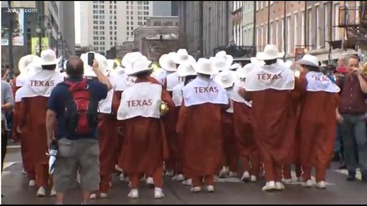 Texas Longhorn fans fired up at Sugar Bowl parade