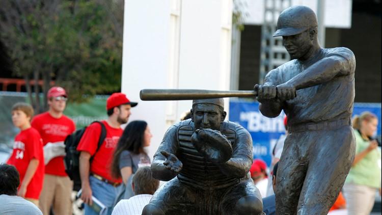 Frank Robinson statue