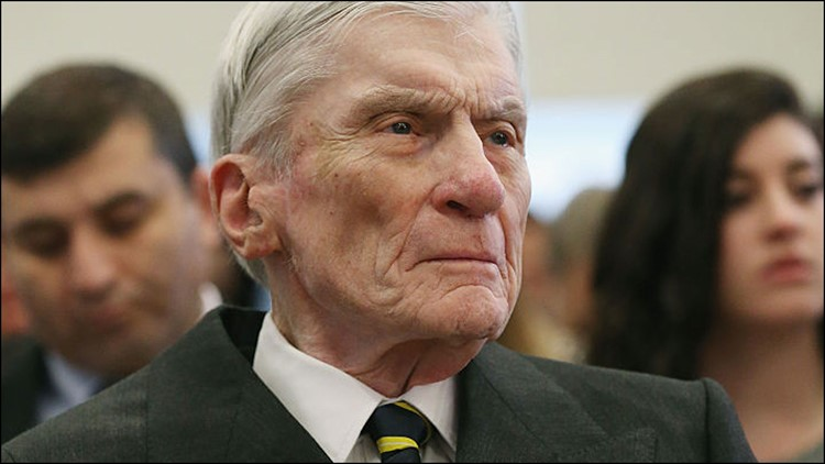 Former GOP Senator John Warner crosses party lines, endorses Kaine for Senate